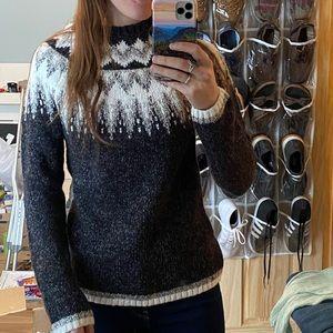 Super cute and comfy Wind River sweater